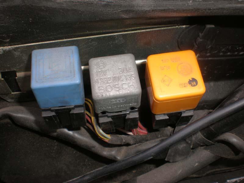e30 m3 fuel pump relay location