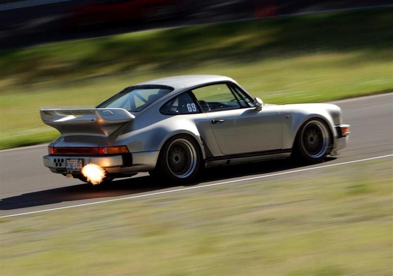 Voitures qui crache des flammes !!!! - Page 9 Porsche+930+pro+flame+020+Large+1234325242