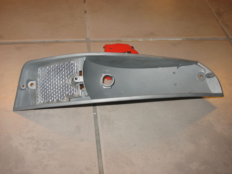 WTB : '69-73' Front Turn Signal Reflector For The Left