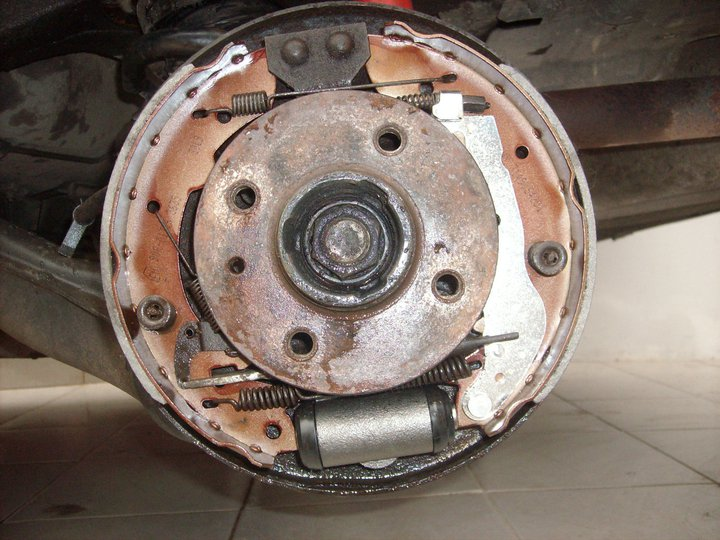 bmw e30 - bmw rear brake set up correct or not please ...