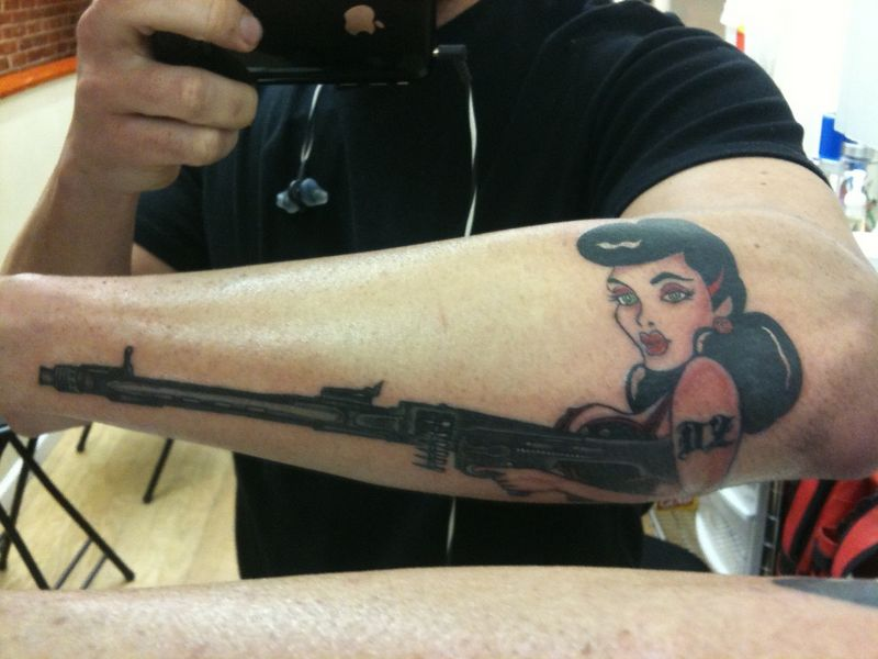 Ot Reaper S New Tattoo Pinup Model With Mg42 Pelican