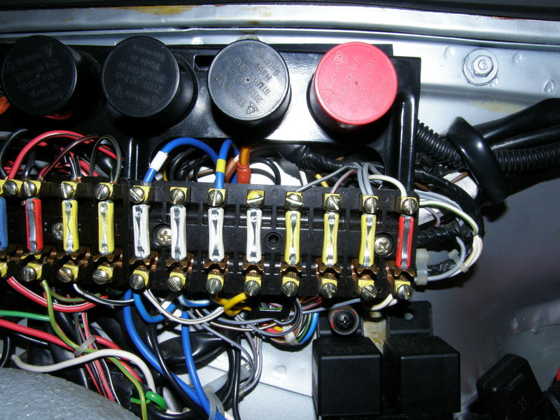 fuse box layout help pelican parts technical bbs fuse position 8 instead of 7 that s the way i found my unmolested 85 the original incoming white wire and that s how i re used that position