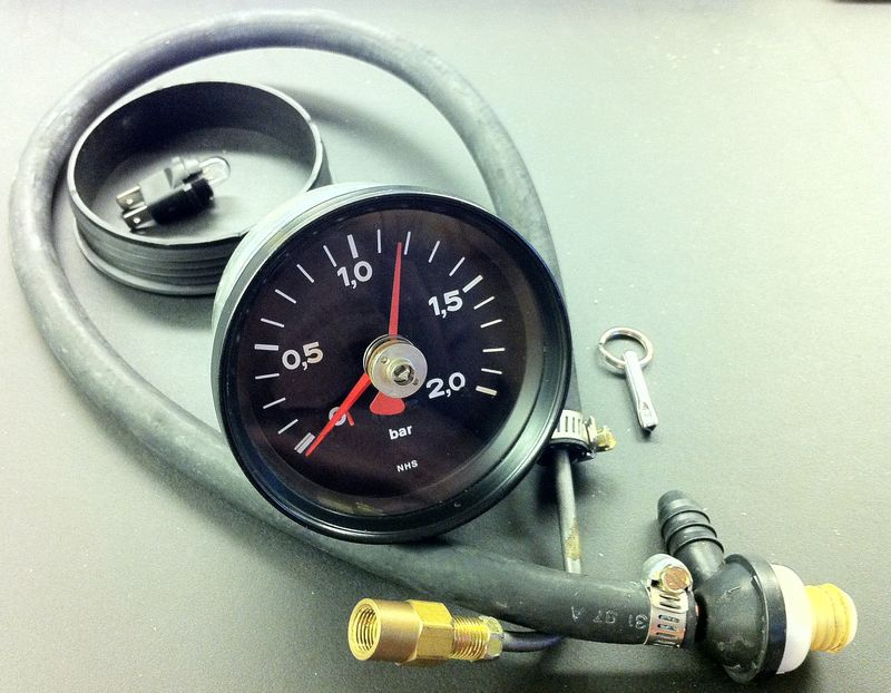 FS-935 Boost Gauge with additional Tell Tale Reset Needle