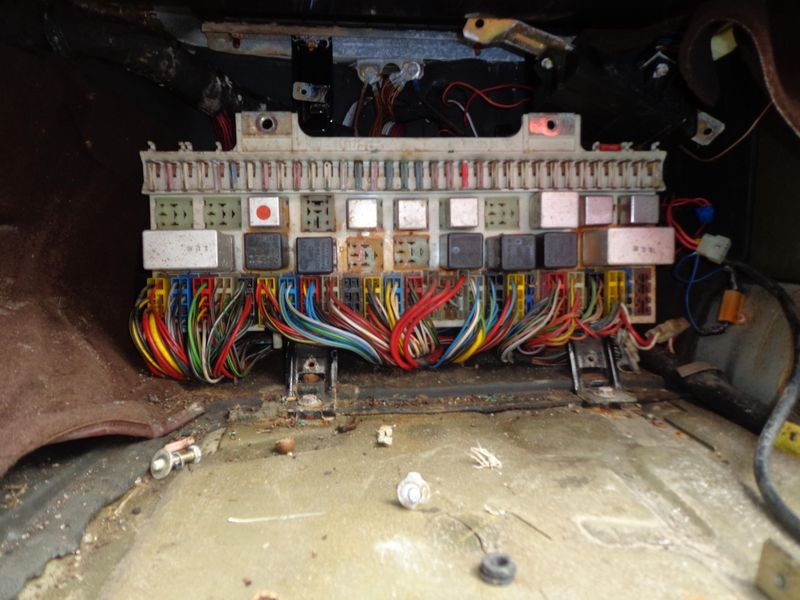 restoring your ce fuse relay block pelican parts technical bbs no attempt at repair until 13 years later by me hooking up a battery proved that almost nothing electrical worked a glimpse at the fusebox gave a