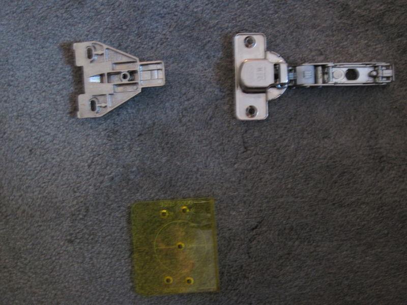 cabinet doors hinges pelican parts technical bbs. Black Bedroom Furniture Sets. Home Design Ideas