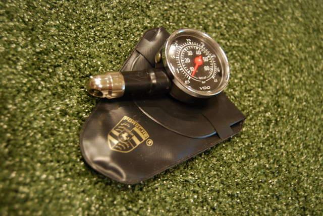Vdo Tire Pressure Gauge And Porsche Vinyl Pouch For 911 Sc