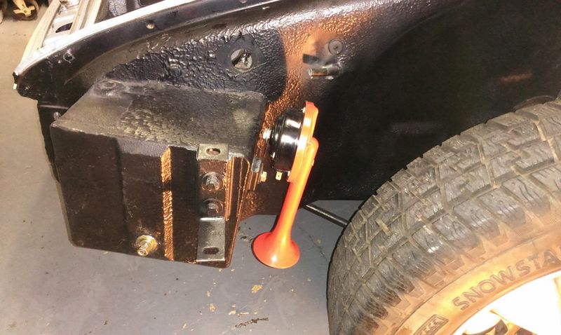 info on horn installation and wiring needed 71e pelican parts forums rh forums pelicanparts com Porsche 918 Spyder Porsche 911 GT3 RS
