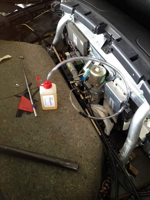Filling convertible top hydraulic fluid - Pelican Parts Forums